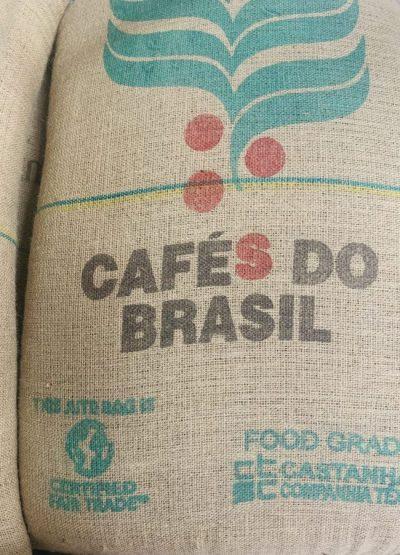 Tostado de café y celuloide en sartén